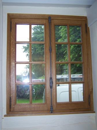 """Fenêtre """"à l'ancienne, noix et geule de loup"""""""